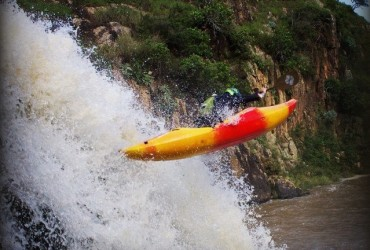 Team kayaks off waterfalls in South Africa
